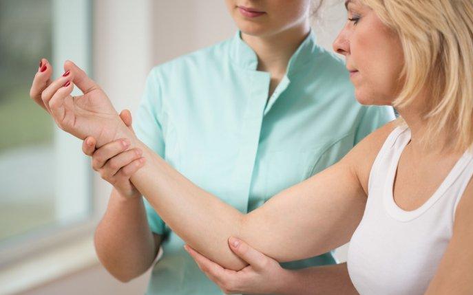 Articulațiile în coatele mâinilor doare. Навигация по записям