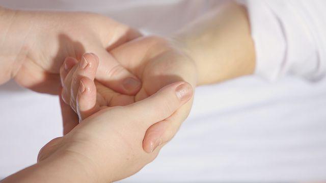 durere și umflare în articulația degetului mare