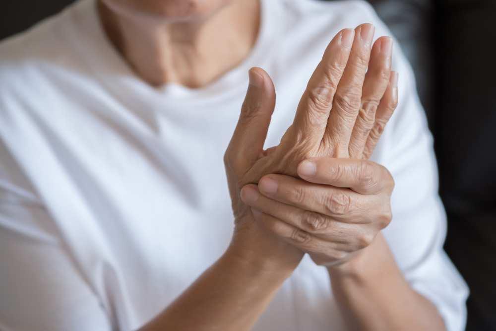 degetul umflat pe artrita mâinii