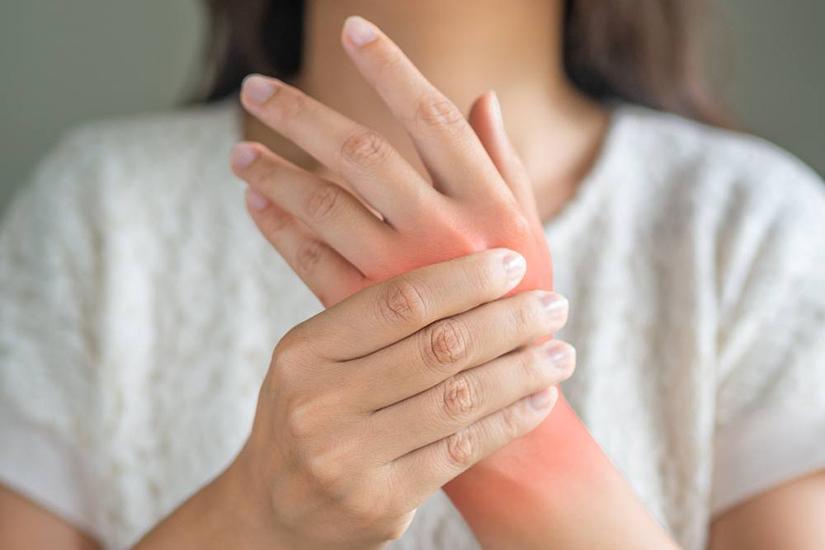 cu durere în articulațiile de pe mâini