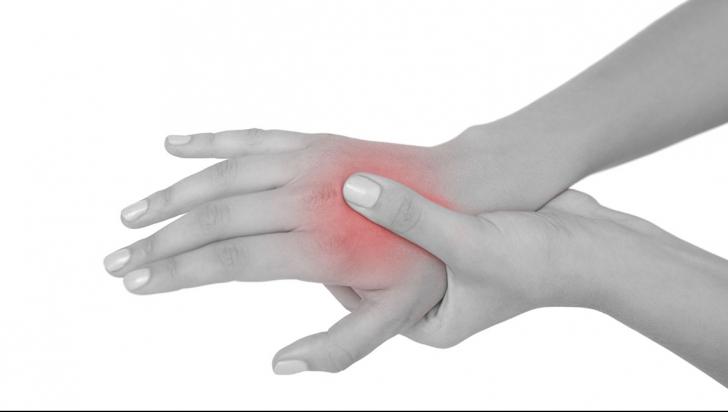 cum să tratezi un atac de artrită