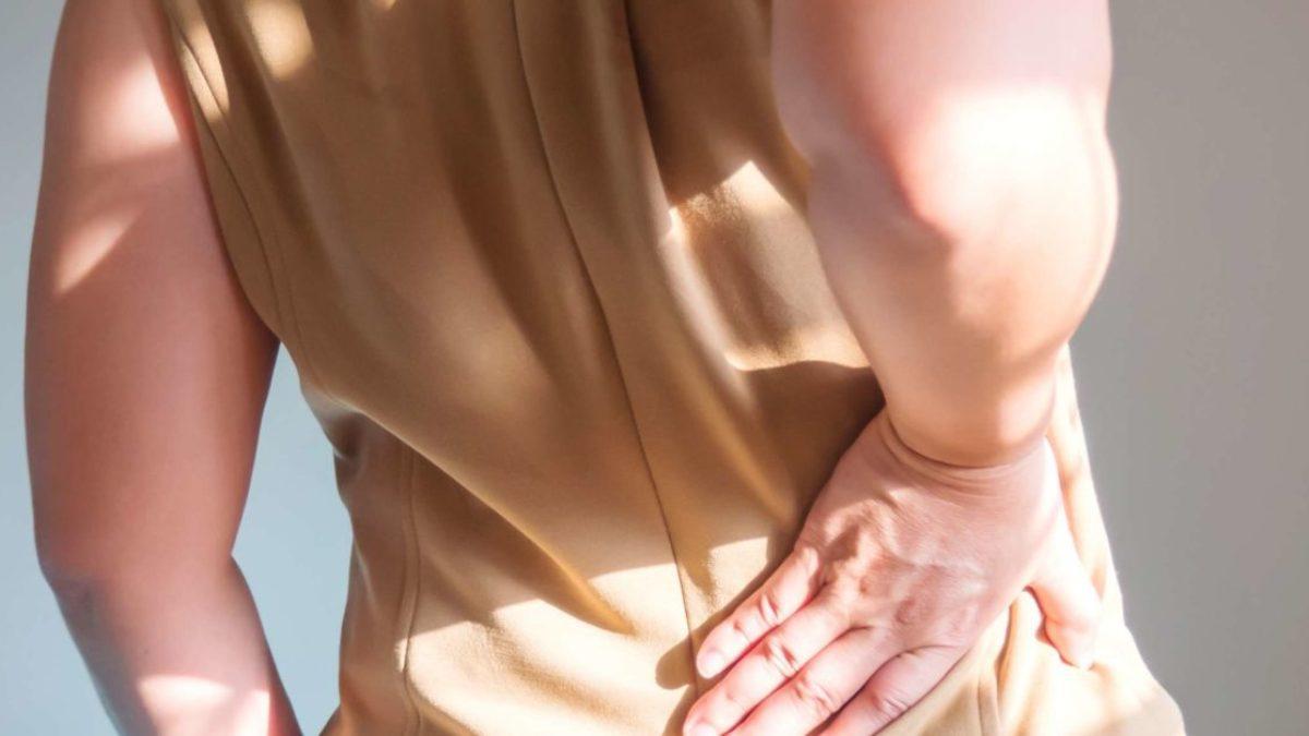 durere în partea dreaptă în spatele articulației