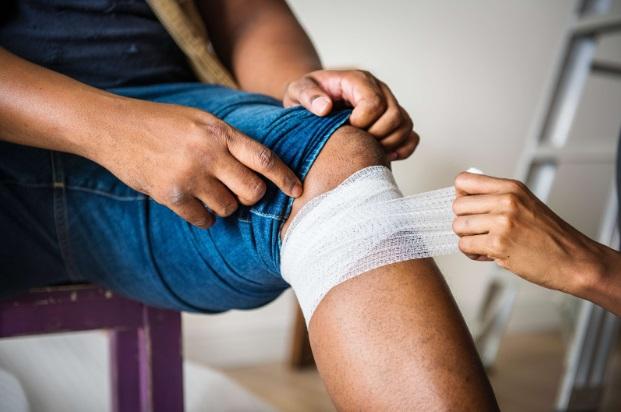 cum să amelioreze umflarea cu sinovita articulației genunchiului