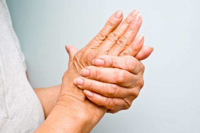 Unguent din conuri pe articulațiile mâinilor