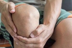 crăpătură într-o articulație fără durere