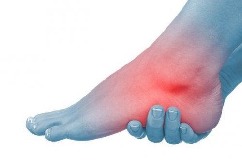 umflarea picioarelor și a articulațiilor pe picioare