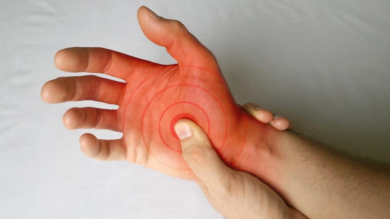 articulațiile degetelor se zdrobesc și doare